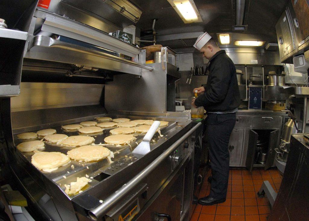 limpiar planchas industriales cocina